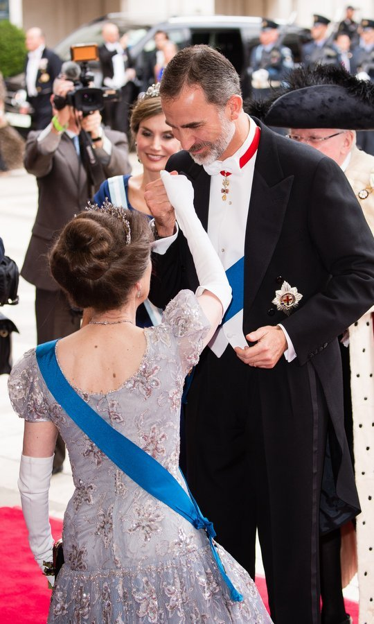 Letizia's dashing husband King Felipe kissed Princess Anne's hand as she met him with a curtsy.