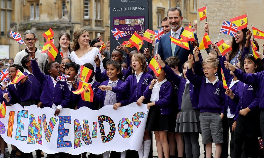 The king and queen met with a group of school children who waved British and Spanish flags and held a sign reading 'Welcome' at the Weston Library.