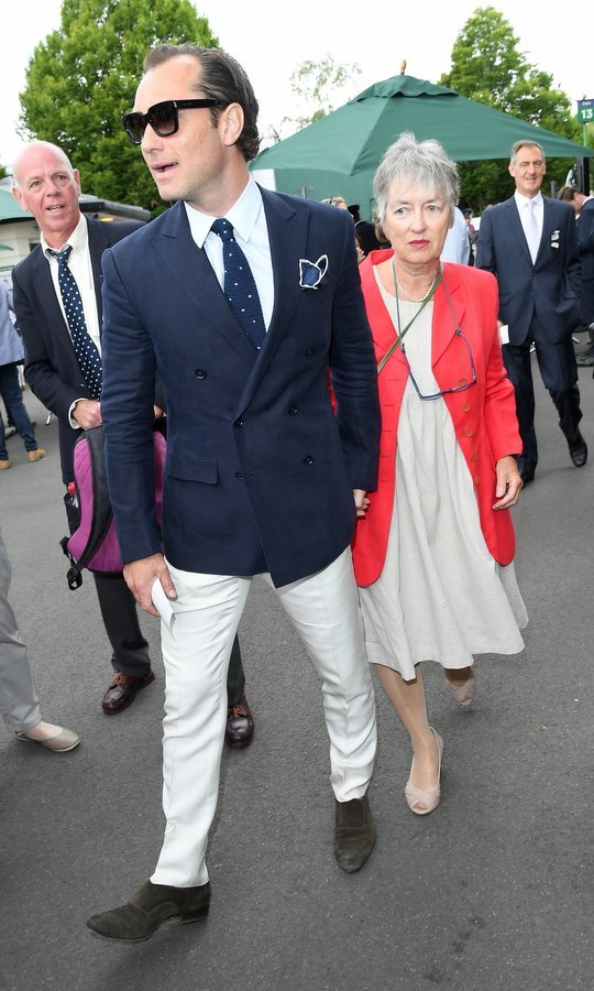 Jude Law had a very cool date – mom Maggie - for his day out at the tennis championships.