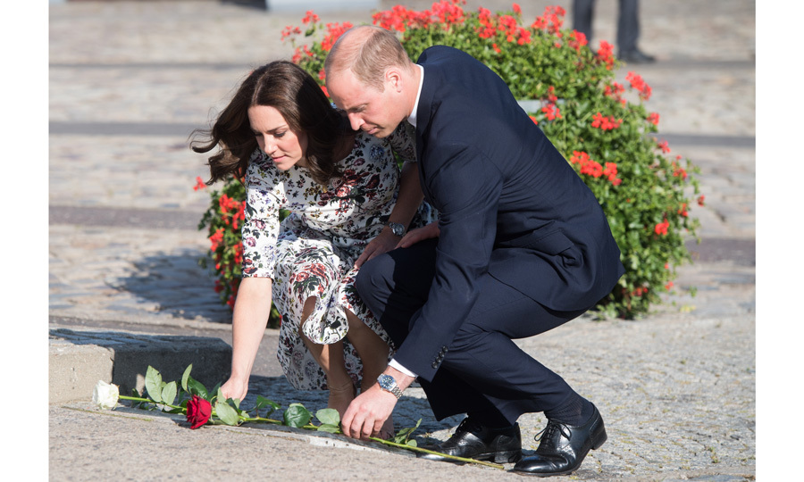 Their Royal Highnesses laid down roses at the Monument to Fallen Shipyard Workers, who died during the suppression of a workers' strike in 1970.