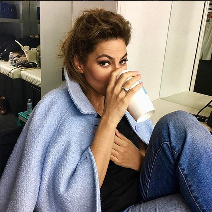 <b>Eva Mendes' lemon water </b>