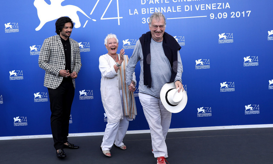 Dame Judi Dench had some fun with Ali Fazal and Stephen Frears during the <i>Victoria & Abdul</i> photocall.