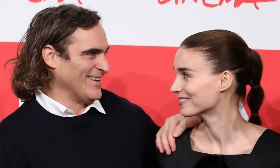 Joaquin phoenix dating rooney mara