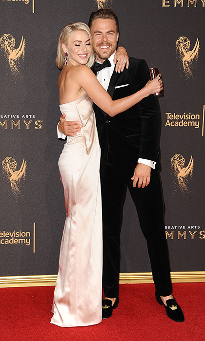 Siblings Derek and Julianne Hough shared a hug on the first red carpet of the two-part awards bash. 