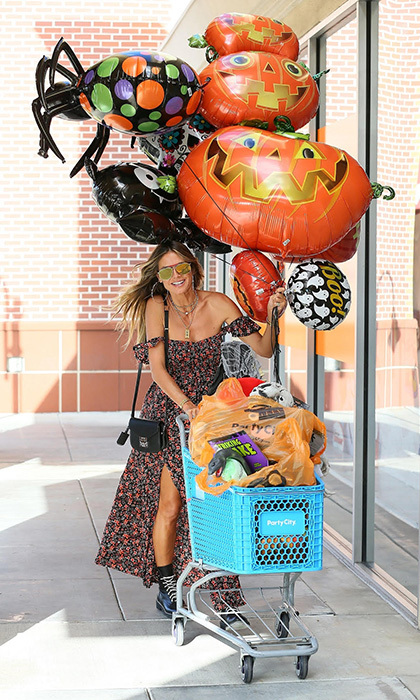 Halloween party hostess with the mostest Heidi Klum got a head start on her October 31 needs, picking up some booooo-tiful decorations at Party City in Los Angeles.
