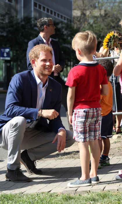 In another sweet moment, the Prince also took the time to talk with some young fans as he left.