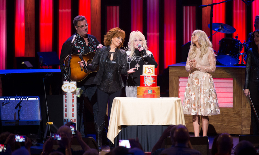 Reba McEntire had some special guests who helped her celebrate her 40th anniversary of her Opry debut. Vince Gill, Dolly Parton and Carrie Underwood all joined her on stage to cut the IveyCake creation.