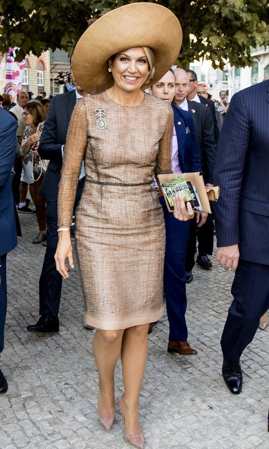 Queen Maxima of the Netherlands has been on a style streak – especially when it comes to her hats! The Argentine-born royal wore a dramatic broad-brimmed topper with her nude hued dress and shoes on Day 1 of the Dutch royal visit to Portugal on October 10.