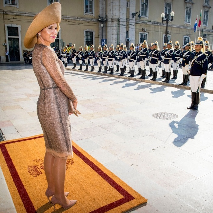 Maxima received a welcome fit for a Queen after she and her husband Willem-Alexander arrived in Lisbon, Portugal on October 10. The Queen was greeted by an army ahead of her and her husband's meeting with Fernando Medina, the city's mayor.