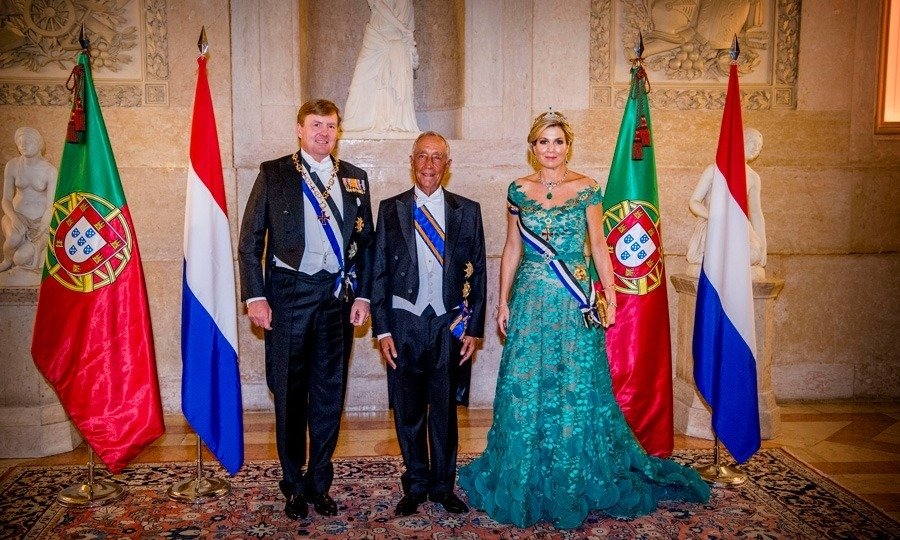 The Dutch King and Queen ended their first night in Lisbon, Portugal with a state banquet hosted by president Marcelo Rebelo de Sousa. Maxima was a standout in an emerald green gown designed by Jan Taminiau which she topped with the Dutch Emerald Parure Tiara.