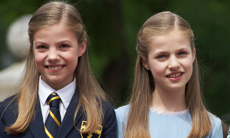 Princess Leonor and Infanta Sofia had identical hairstyles for Sofia's First Communion in May 2017. The older Princess wore her school uniform while Sofia was in a powder blue dress.