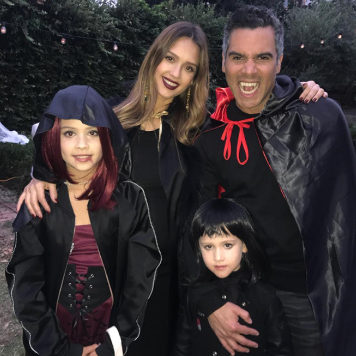 Jessica Alba, Cash Warren and their daughters Honor and Haven turned into vampires on Halloween night. The soon-to-be family of five were sure to be a fright trick-or-treating in their neighborhood.