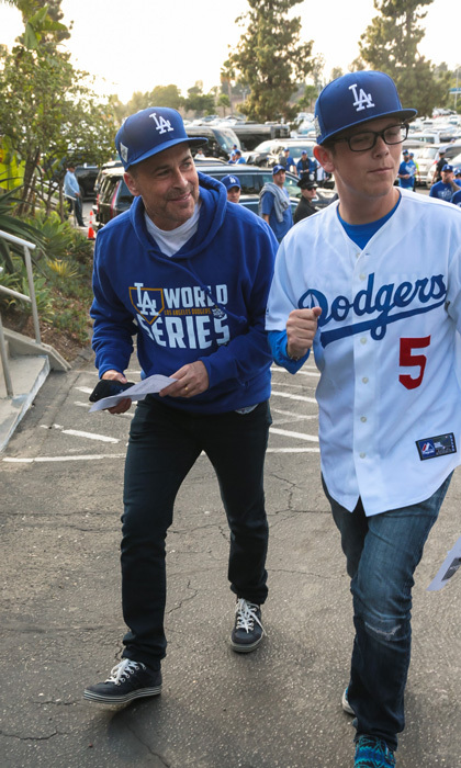 Rob Lowe made his way into the stadium ahead of the World Series Game 7. The Dodgers fan was fitted head to toe in blue and white.