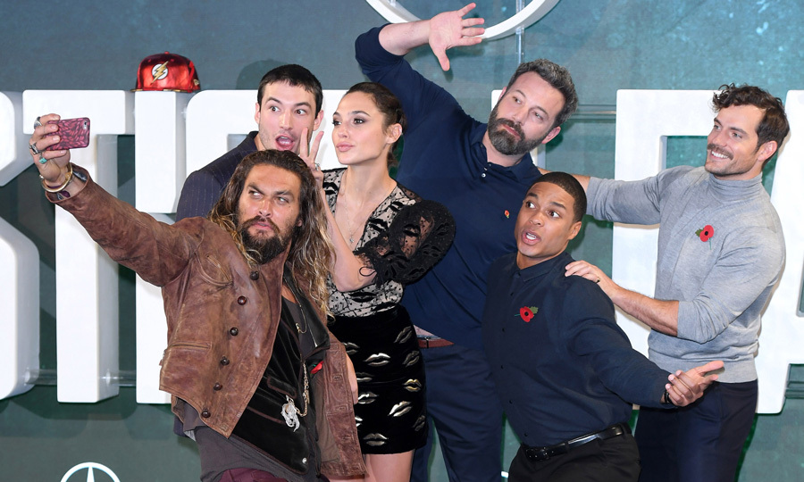 Jason Momoa made sure to get Ezra Miller, Gal Gadot, Ben Affleck, Ray Fisher and Henry Cavill into a silly selfie shot during the London photocall for <i>Justice League</i>.