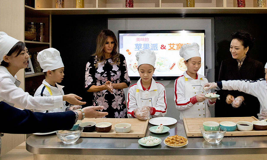 The first lady got her hands dirty joining a cooking class where she made <I>aiwowo</I>, a traditional glutinous rice ball.