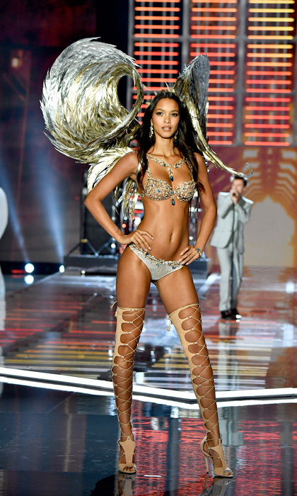 Lais Ribeiro looked like a million bucks modeling the $2 million Fantasy Bra, which was embellished with nearly 6,000 precious gemstones and handset with diamonds, yellow sapphires and blue topaz in 18 karat gold. The multi-million dollar bra took almost 350 hours to create.