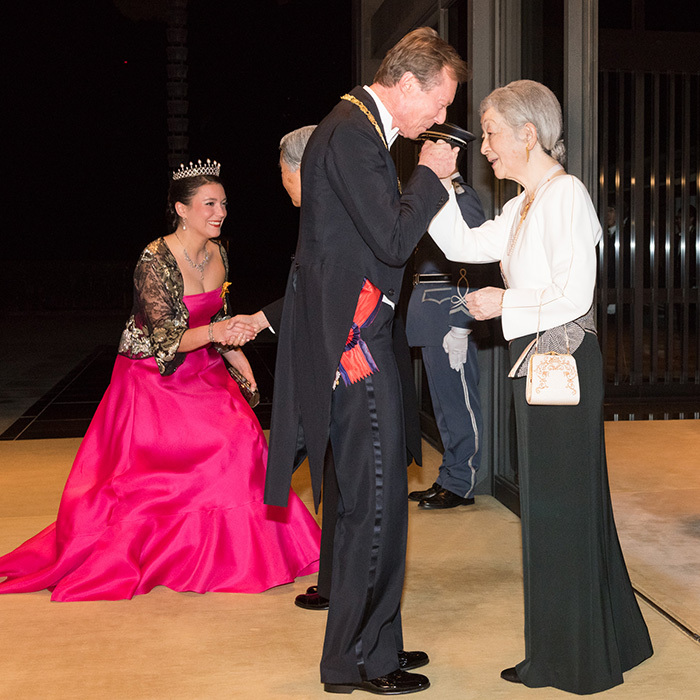 Wearing a pearl tiara and bright pink gown with a lace jacket, Princess Alexandra curtsied to Emperor Akihito during a state dinner in the European royal guests' honor.