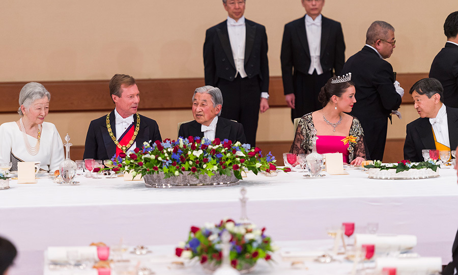 Seated at the head table during the official white-tie dinner were, left to right: Empress Michiko, Grand Duke Henri, Emperor Akihito and Princess Alexandra. 