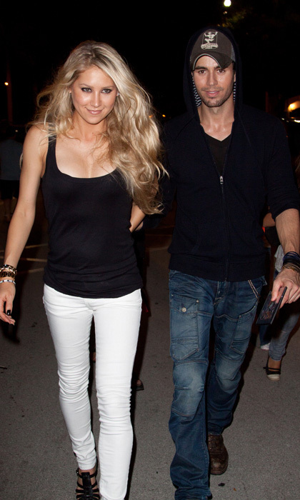 <b>Enrique Iglesias and Anna Kournikova</b>