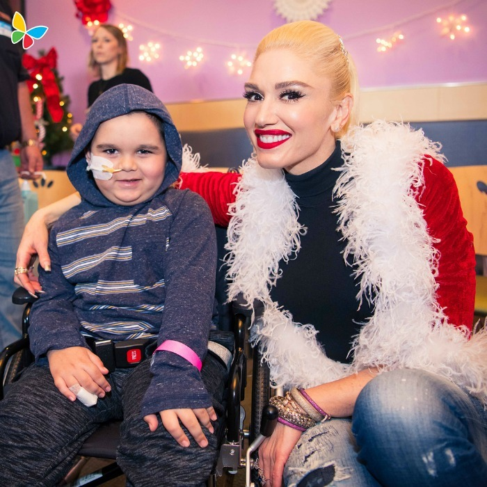 "Gwen Stefani brought some holiday cheer to the kids at Children's Hospital L.A. on December 20. ""Had such an amazing time meeting & singing with the incredible patients at @ChildrensLA,"" she wrote, ""#YouMakeItFeelLikeChristmas.""