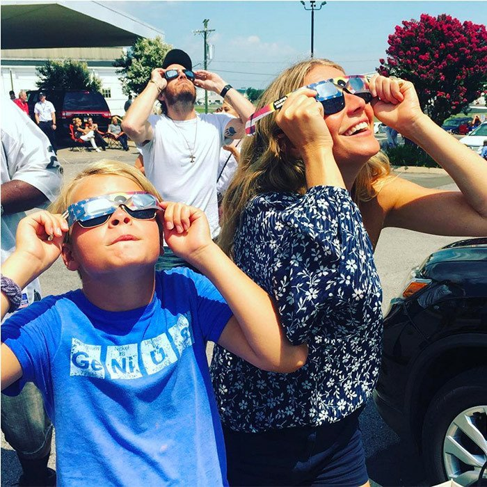 TOTAL ECLIPSE WITH THE STARS