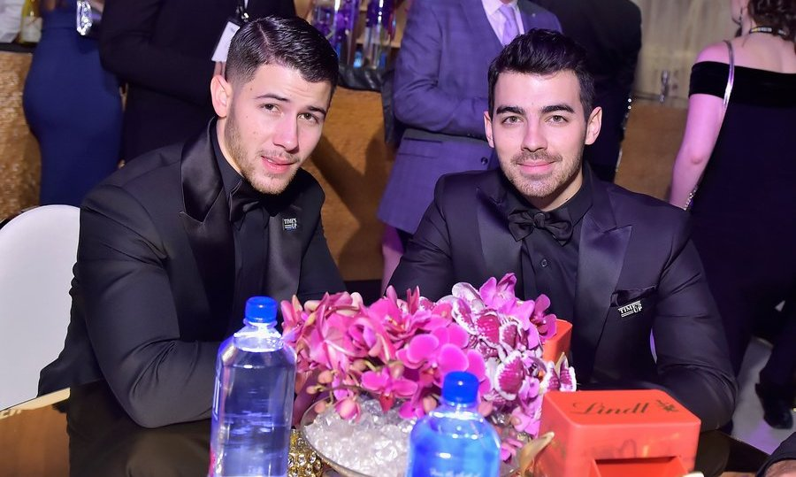 Some stylish sibling bonding! Nick Jonas and Joe Jonas looked sharp at the Beverly Hilton gathering.