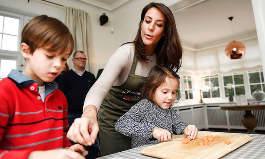 Princess Marie of Denmark, who is patron of the Copenhagen Cooking & Food Festival, invited ten sixth grade students to her house to learn to cook and to learn about food waste. The Danish royal's two young children, Prince Henrik and Princess Athena, also participated in the event on January 18.