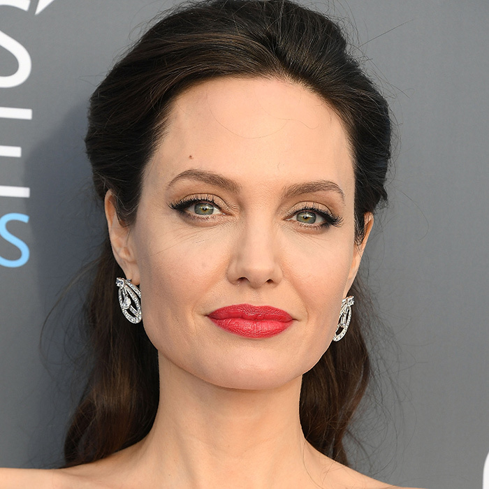 <B>RED LIPS... like Angelina Jolie</B>