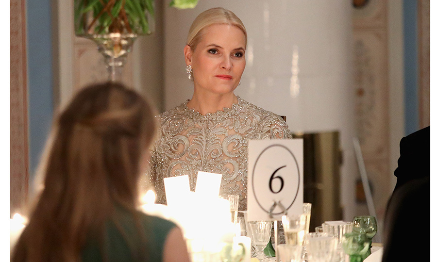 "Norway's future queen <a href=""https://us.hellomagazine.com/tags/1/crown-princess-mette-marit/""><strong>Crown Princess Mette-Marit</strong></a> has drawn comparisons to Queen Elsa from <I>Frozen</I> during the royal visit! Here the cool blonde looks stunning in lace and diamonds at the black tie dinner held in honor of the Duke and Duchess of Cambridge in Oslo. 