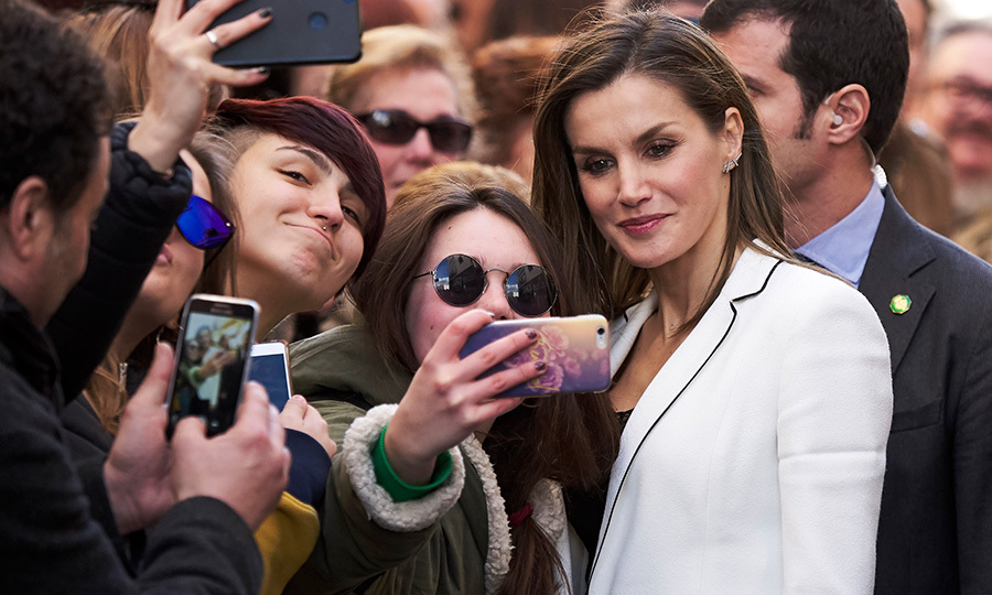 The British royals have a no-selfie rule, but Spain's Queen Letizia doesn't! The royal stopped for a quick snap with a well-wisher outside the 2018 Princess of Girona Foundation Arts and Literature Awards in Merida. 