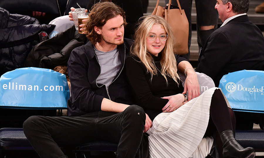 Date night! Dakota Fanning and her boyfriend Henry Frye got close and comfortable at a New York Knicks game on February 6.