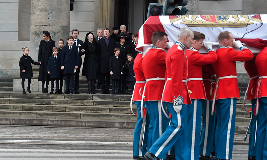 At Prince Henrik's February 20th cremation service, the Danish royal family looked on as soldiers acting as pallbearers carried the bier of Prince Henrik at the close of the funeral at Christiansborg Palace Chapel.