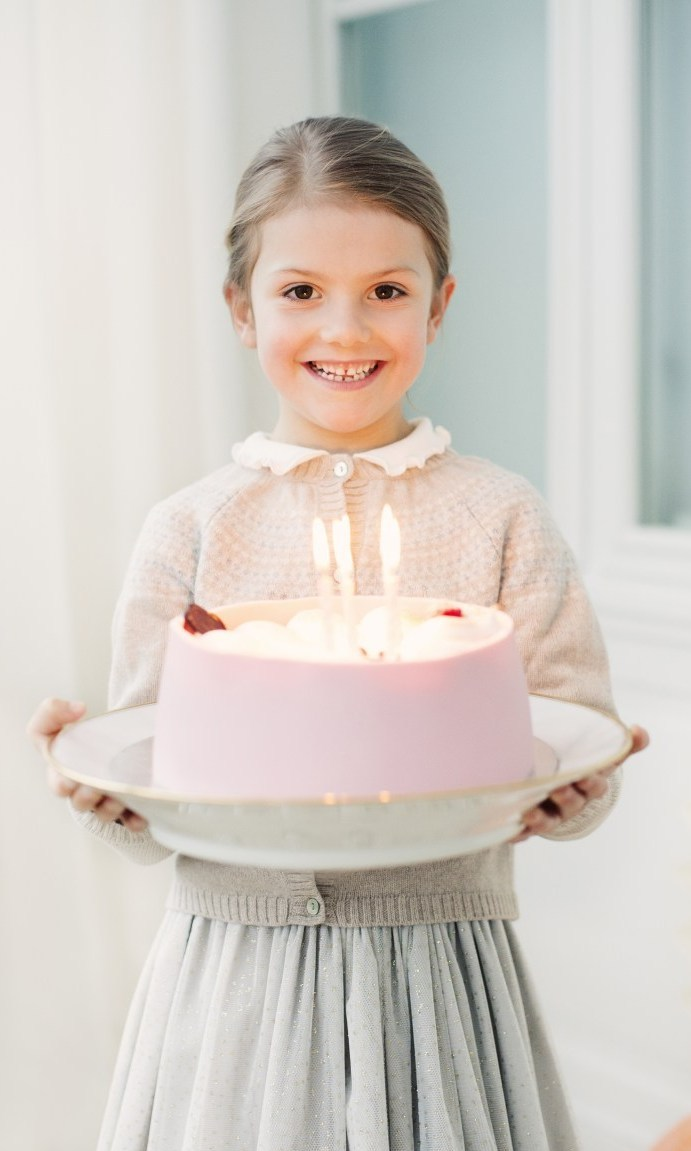 Just a few days after her cousin Princess Leonore turned four, Princess Estelle carried a cake with six candles to celebrate her big day on February 23rd. The adorable picture is a from a set of special birthday portraits released by the Royal Palace.