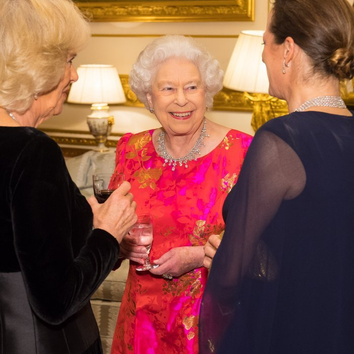 Queen Elizabeth II looked fantastic as she hosted a private dinner at Windsor Castle in honor of the diamond jubilee of the Aga Khan's leadership as Imam of the Shia Ismaili Muslim Community. 