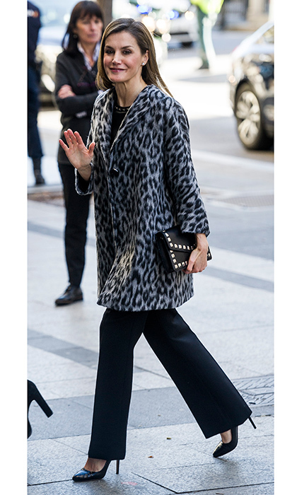 "<a href=""https://us.hellomagazine.com/tags/1/queen-letizia/""><strong>Queen Letizia</strong></a> paired her grey animal print coat with a studded clutch for a meeting in February 2018 in Madrid, Spain. 