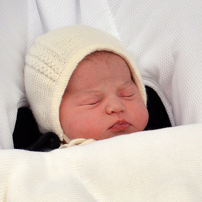 When the couple emerged with their new daughter, we got the very first close-up of Princess Charlotte as she made her debut! The Princess was the first girl to have been born to a direct heir to the throne since the Queen gave birth to Princess Anne 64 years earlier.