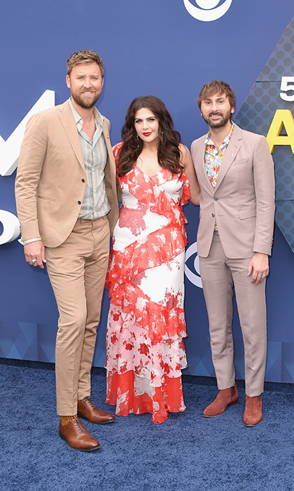 Hillary Scott returned to the spotlight two months after welcoming twins, hitting the red carpet with her Lady Antebellus bandmates Charles Kelley and Dave Haywood.