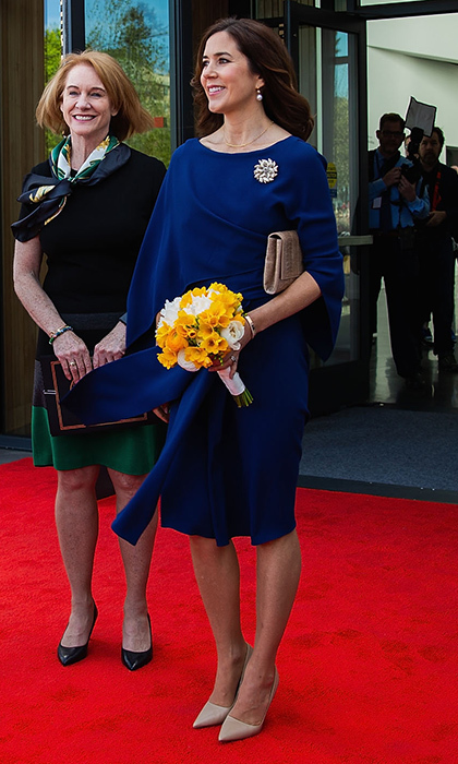 "Denmark's future Queen, Crown Princess Mary, showed off a major royal trend – <a href=""https://us.hellomagazine.com/royalty/12017123125287/royal-fashion-royalty-wearing-cape-trend-photos/1/""><strong>dresses with capes </strong></a> – as she met with dignitaries, including Denmark's Minister of Foreign Affairs Anders Samuelsen, Iceland's First Lady Eliza Reid and Seattle mayor Jenny Durkan, at Seattle's Nordic Museum. 