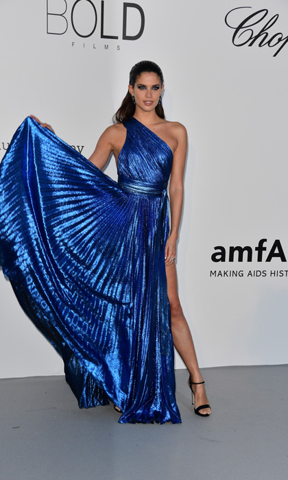 Sara Sampaio wore a one-shouldered blue, metallic dress to the amfAR Gala. 