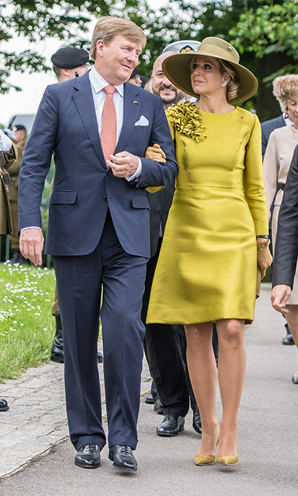 The Dutch royal couple walked arm in arm at the Monument National de la Solidarité Luxembourgeoise, where King Willem Alexander laid a wreath during a solemn ceremony. 