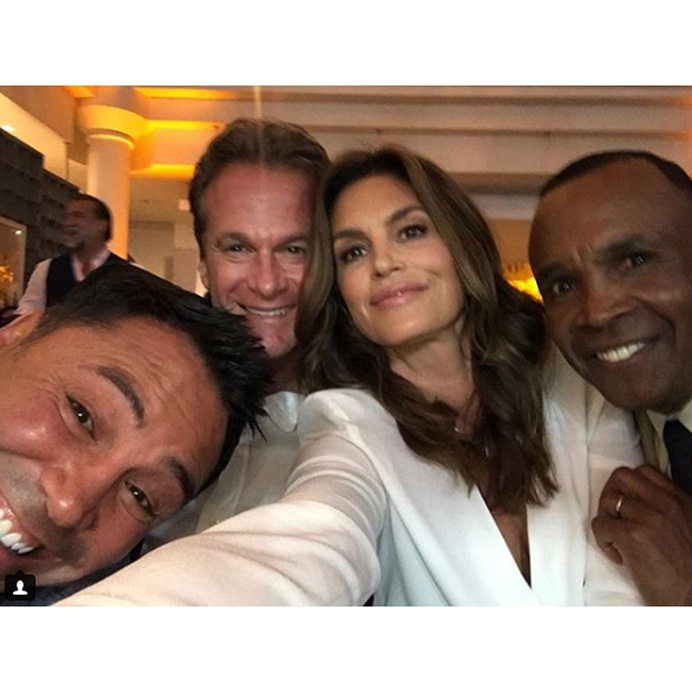 Cindy Crawford and husband Rande Gerber packed two boxing greats in one photo. The couple posed with Oscar de la Hoya and Sugar Ray Leonard at his Big Fighters, Big Cause Charity Boxing Night in Santa Monica, California.