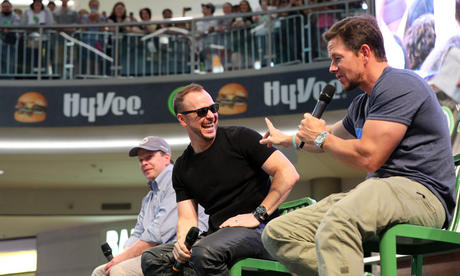 Mark Walhberg was straight flexin' with his brothers Paul and Donnie at the opening of Wahlburger restaurant at Mall of America in Bloomington, Minnesota. 