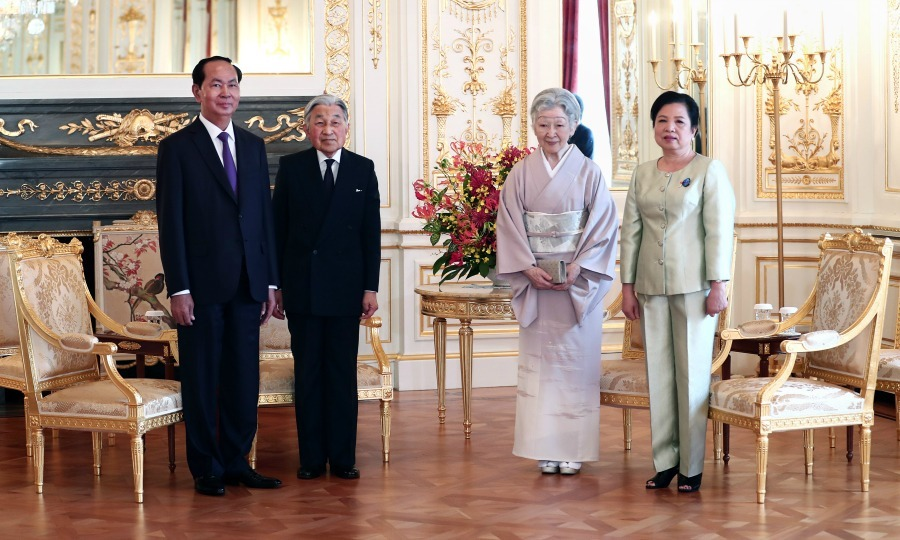 Vietnam's President Tran Dai Quang and his wife Nguyen Thi Hien posed for pictures during a farewell call made by Japan's Emperor Akihito and Empress Michiko at Akasaka Palace in Tokyo on June 2.