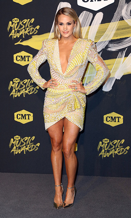 Cmt Music Awards 2018 All The Red Carpet Fashion Hello Us