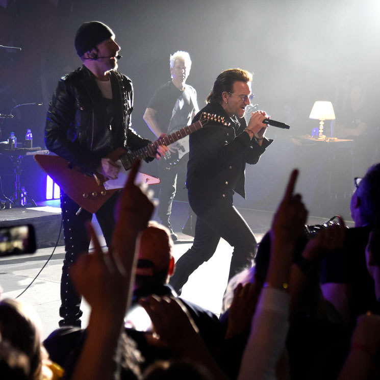 "U2 paid tribute to late chef and television host Anthony Bourdain during an intimate concert in NYC. On Monday, the Irish band took a break from the Experience + Innocence tour 2018 to perform for one night at Harlem's legendary Apollo Theater for SiriusXM. During the performance, the band took a moment to honor Anthony, with their song <i>Stuck in a Moment You Can't Get Out Of</i>. ""It's hard to lose a friend. To lose a mate,"" lead singer Bono said to the intimate crowd of 1,500 guests.