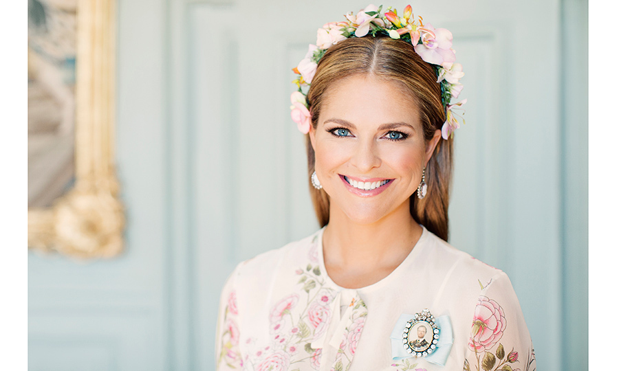 Princess Madeleine posed for an official portrait on the day of her daughter's christening, giving us an up-close look at her beautiful flower crown.