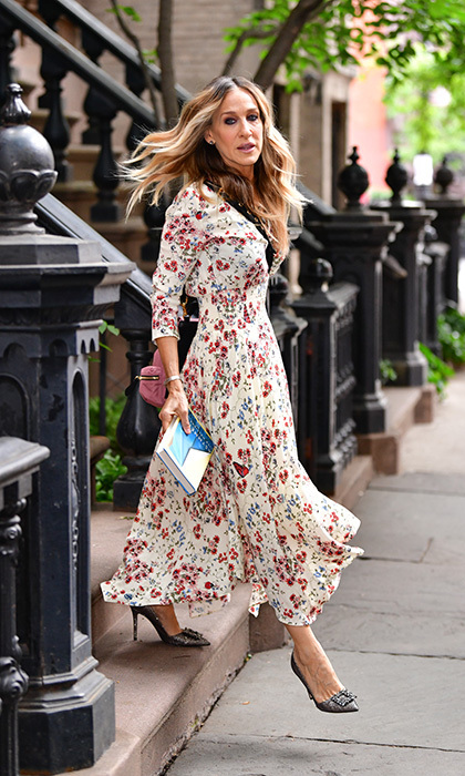 Book in hand and wearing stylish shoes (of course!) Sarah Jessica Parker had a Carrie Bradshaw hair moment on the breezy streets of the West Village in NYC on June 13.