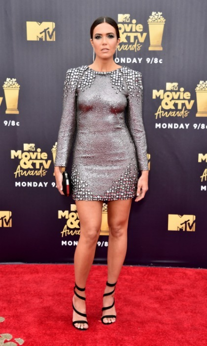 Mama Pearson in the house! Mandy Moore sparkled in a form-fitting Alberta Ferretti number while walking the MTV carpet. The <i>This Is Us</i> leading lady artfully accessorized with a Tyler Ellis clutch and stunning strap heels.