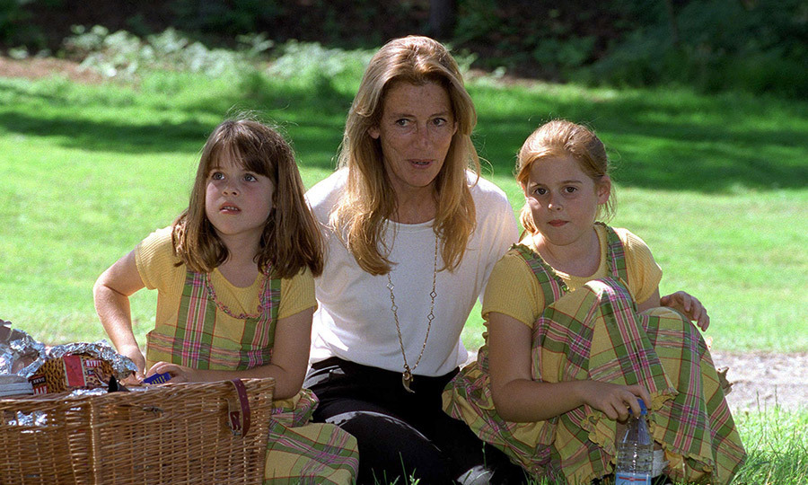 In July 1998, Beatrice and Eugenie wore matching plaid yellow dresses for a picnic with their maternal grandmother, Susan Barrantes, at Wentworth golf course during a charity tournament. 