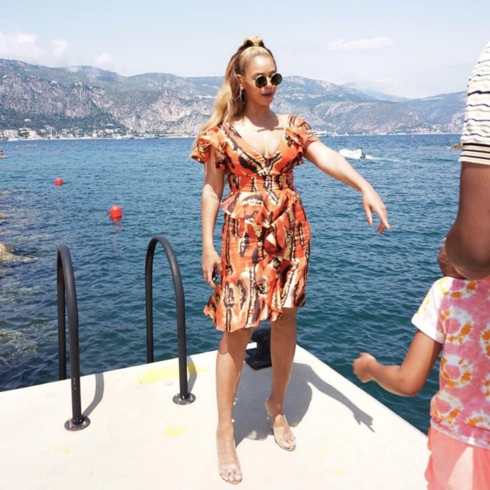 Queen Bey looked stunning alongside the scenic view, rocking a light and bright dress and killer circular shades.